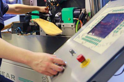 Metteur en train taillage sur machine à tailler CNC - Métier Affolter
