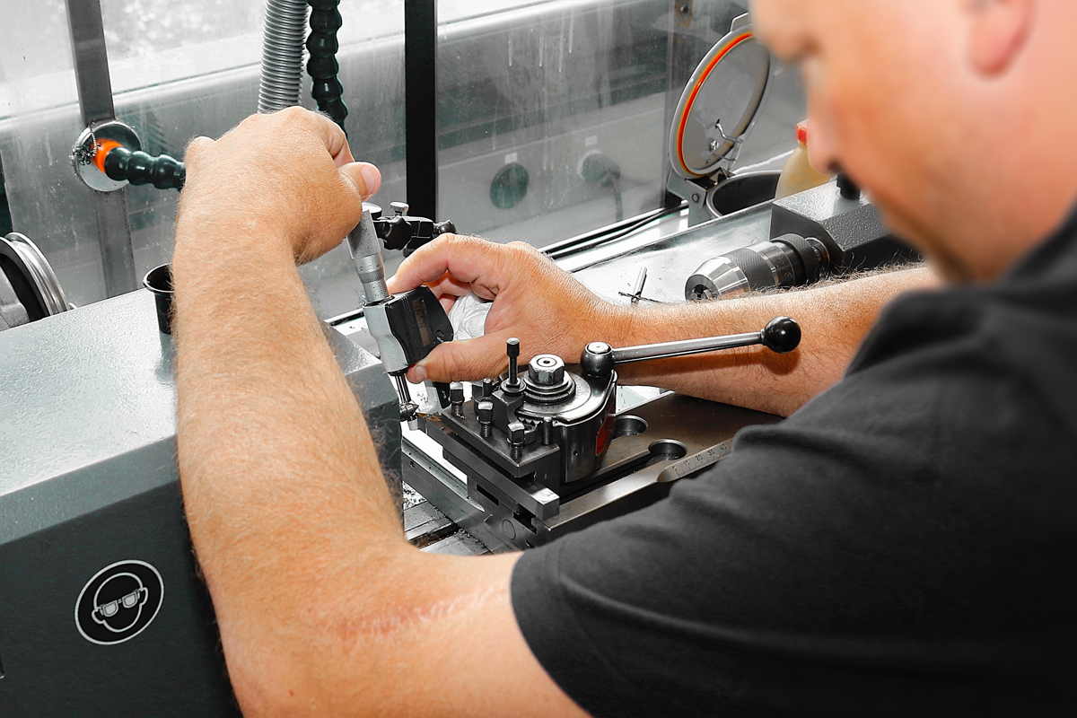 Mechanic (on conventional machines)