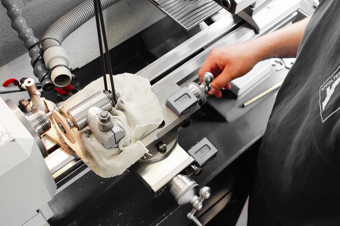 Mécanicien, emploi Affolter Technologies SA, développement et fabrication de machine à tailler